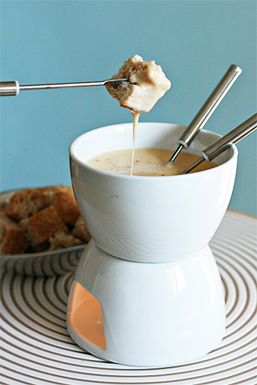 Food and Style - Cheese fondue with chipotle and tequila