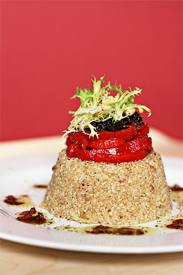 Food and Style - Quinoa with piquillo peppers and cured olives