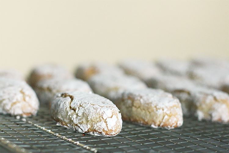 Sienese almond cookies