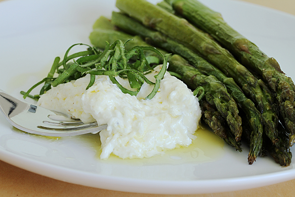 Roasted asparagus with burrata