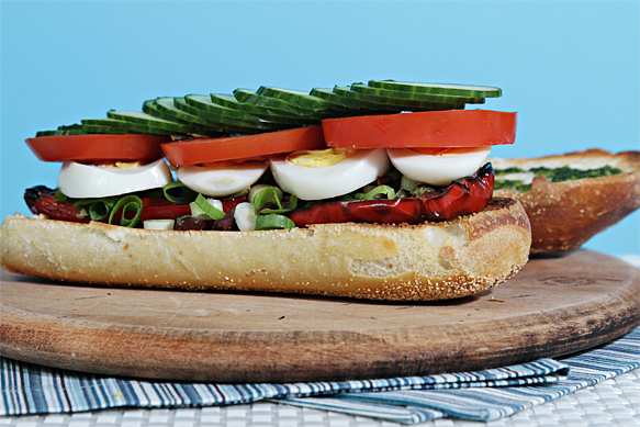 Food and Style - Pan bagnat with grilled peppers and basil vinaigrette