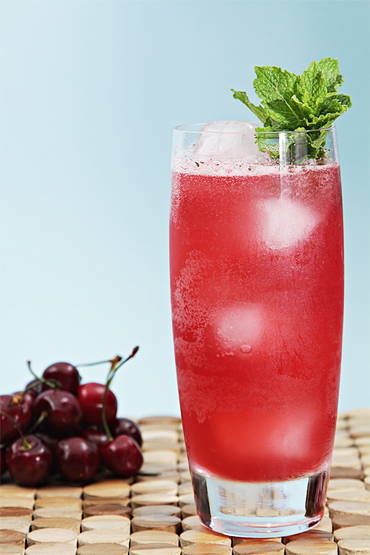 Bing cherry mojito