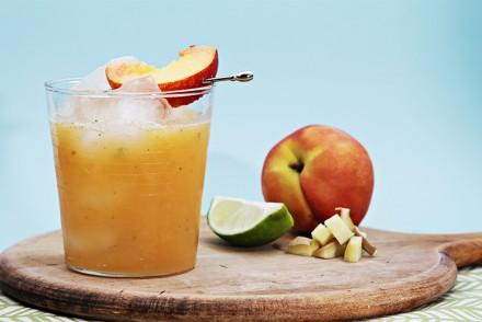 Peach-ginger mojito