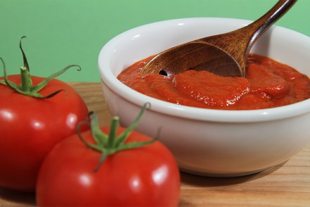 Tomato coulis with shallots and white wine