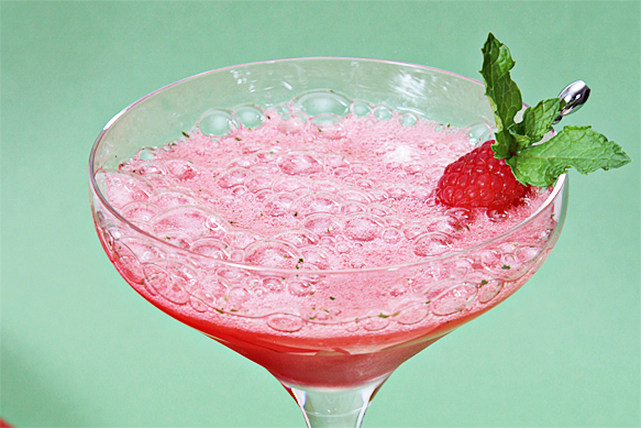champagne-raspberry mojito
