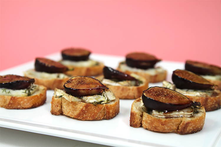 Fresh fig crostini with bûcheron goat cheese and thyme
