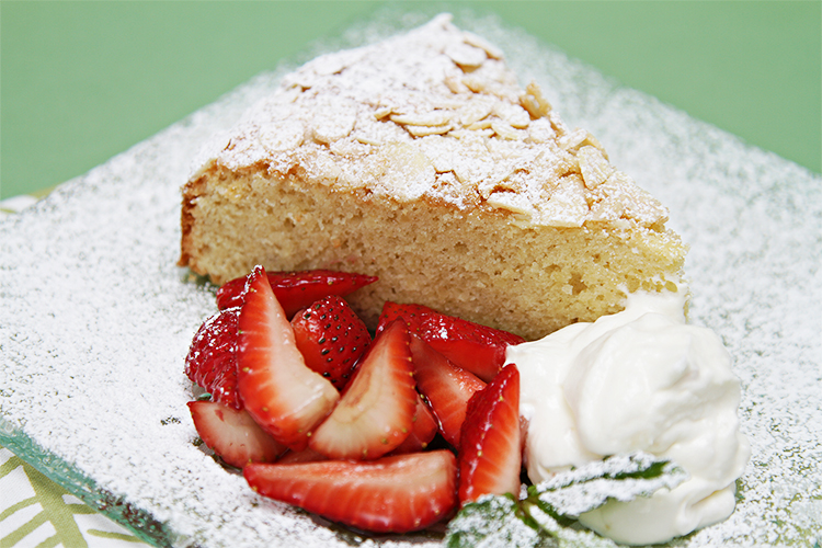 Almond cake with strawberries and ginger-chantilly