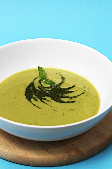 Food and Style - Sweet Pea Soup with Cumin-Mint Coulis