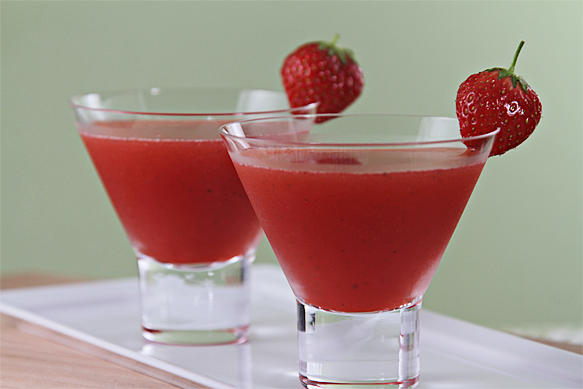 Food and Style - Strawberry Cosmopolitan with Ginger Liqueur and Rhubarb Bitters