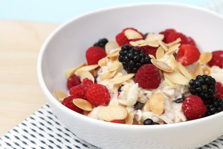 Fresh muesli with apples, currants and toasted almonds