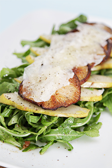 Baby arugula salad with warm shiitake mushrooms and pears