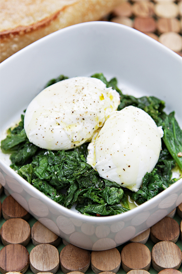 Poached eggs with sautéed