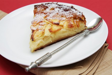 Tuscan apple cake