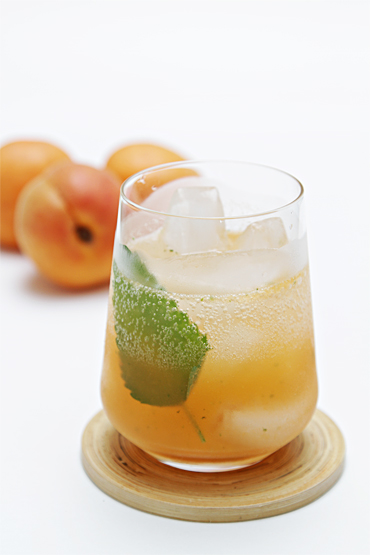 Apricot Mojito with lemon balm