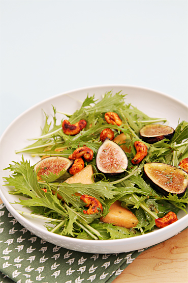 Baby mizuna salad with melon and fresh figs-smoky cashews