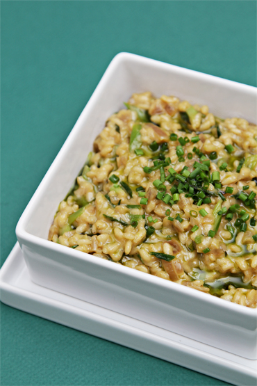 Risotto with blue cheese and pan-roasted scallions-chive-infused oil