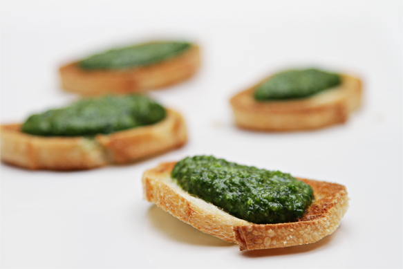 Parsley pesto crostini