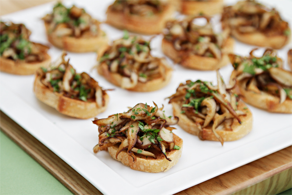 Shiitake mushroom crostini with parsley and white truffle oil