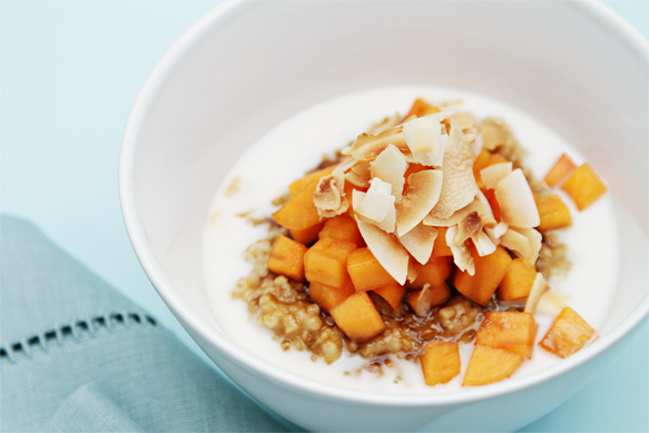 Oatmeal with coconut milk and persimmons