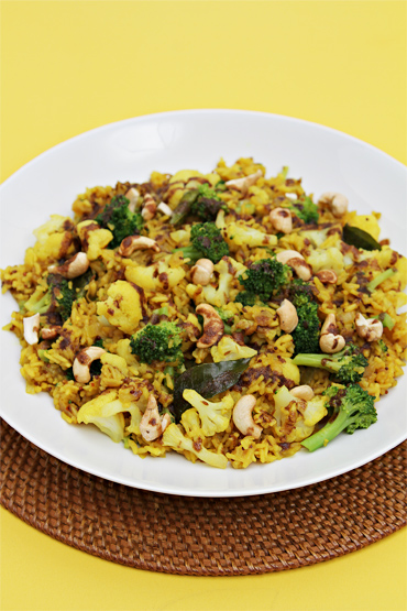 Rice pilaf with broccoli, cauliflower, curry leaves and Garam Masala butter
