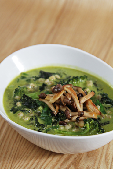 Spring minestrone with green vegetables and pearl barley-scallion pesto