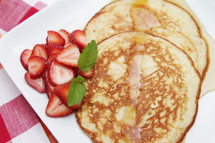 Lemon soufflé pancakes with strawberries | Food & Style