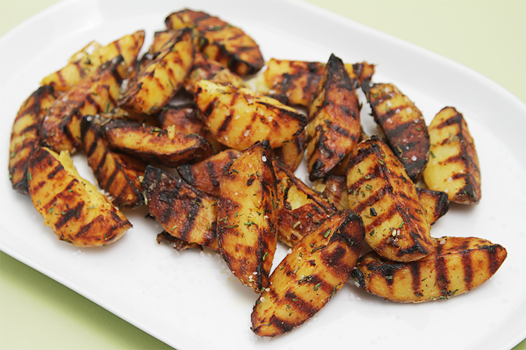 Grilled potatoes with rosemary, garlic and coarse sea salt An easy ...