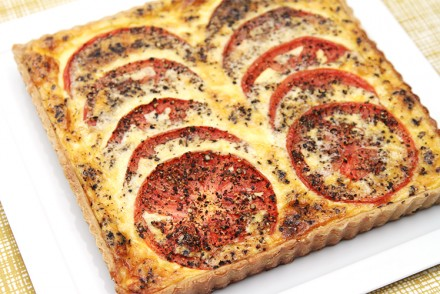 Tomato tart with Comté and cracked black pepper
