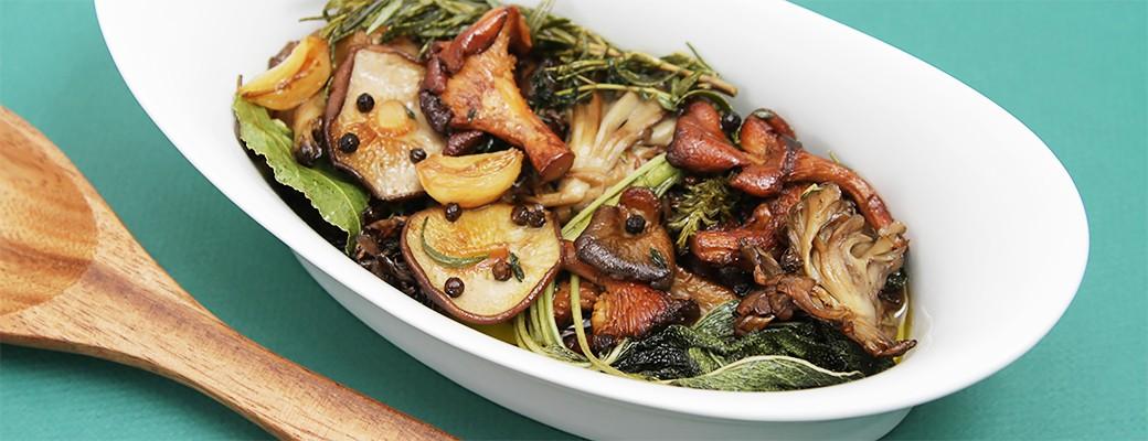 Wild mushroom confit with garlic and fresh herbs-1040